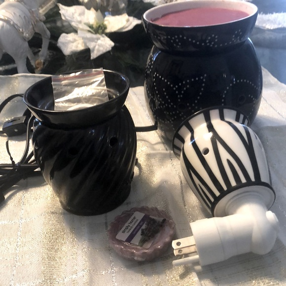 3 SCENTSY CANDLE BURNERS
